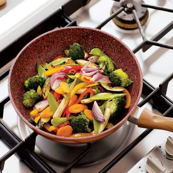 regis stone cooper wok este o tigaie excelenta