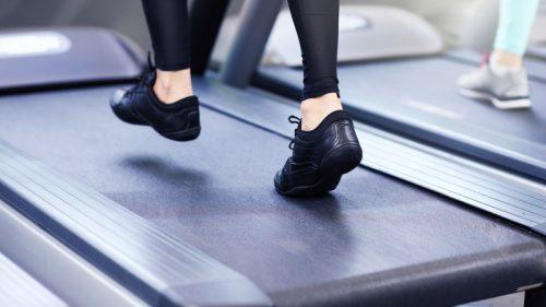 Transforma antrenamentele tale fizice de zi cu zi, folosind cea mai buna banda de alergat acasa la tine!